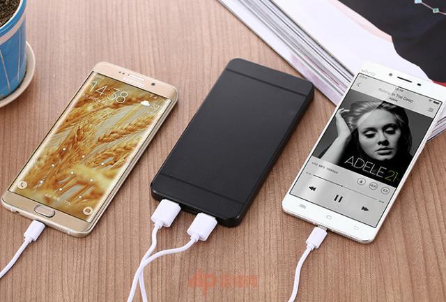 iPhone充电器